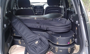 Paul's P.T. Cruiser full of banjos to take to the MRM festival